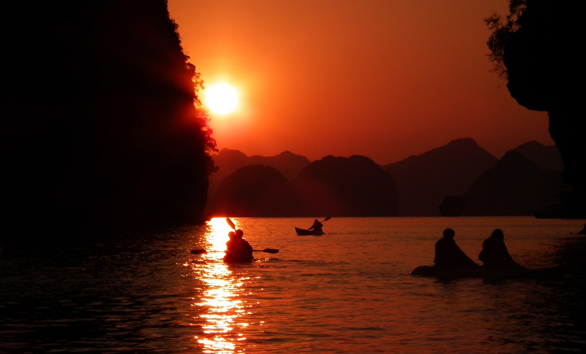 ha-long-bay-sunset-wallpaper